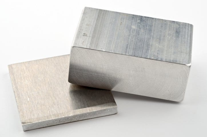 What is the difference between aluminum and aluminium?